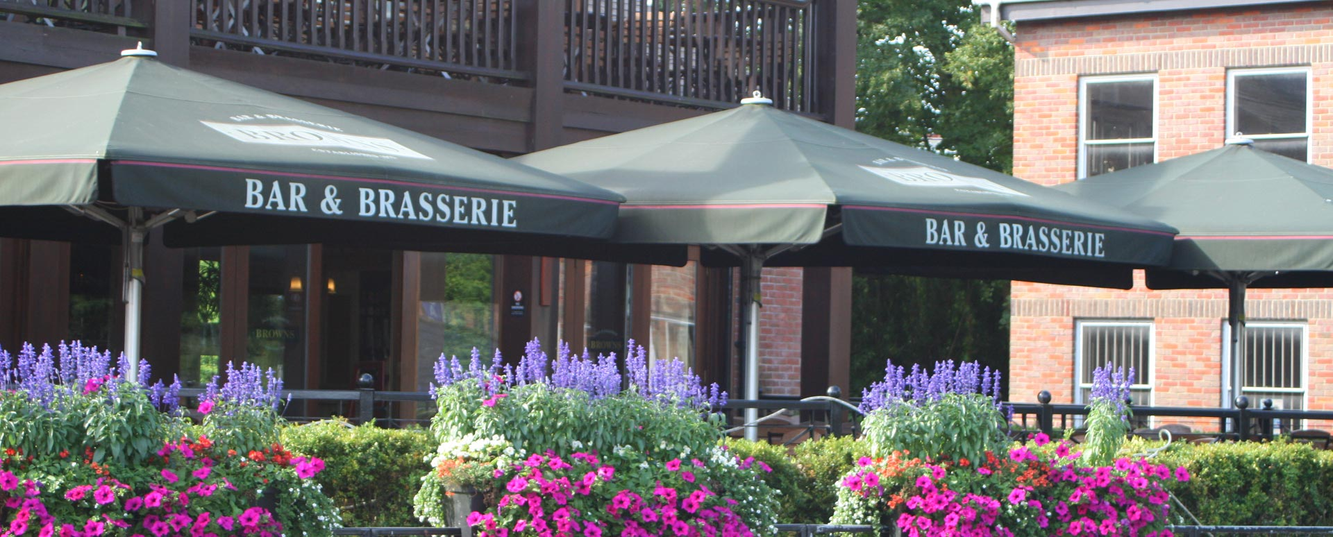 Restaurant in Windsor with beautiful flowers